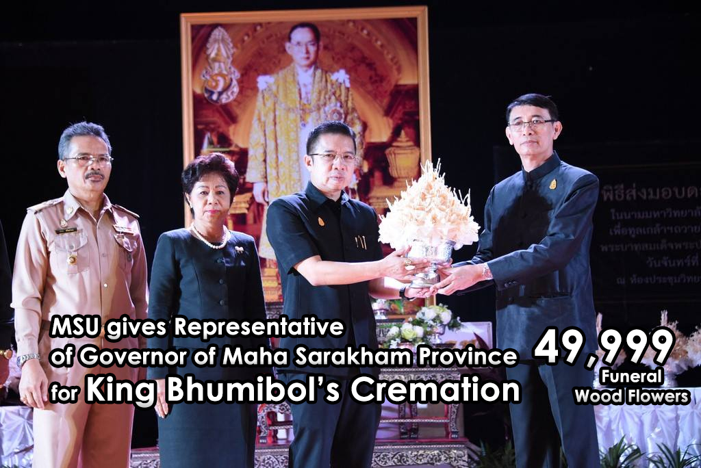 MSU gives Representative of Governor of Maha Sarakham Province 49,999 Funeral Wood Flowers for King Bhumibol's Cremation